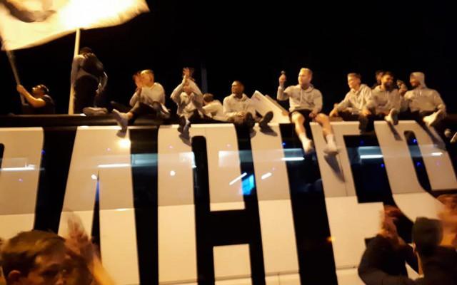Spelers uit en op het dak