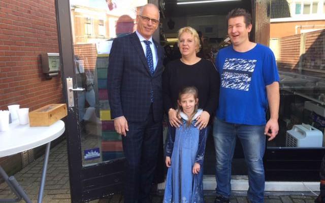Op de foto met wethouder Jan Marten van Rees