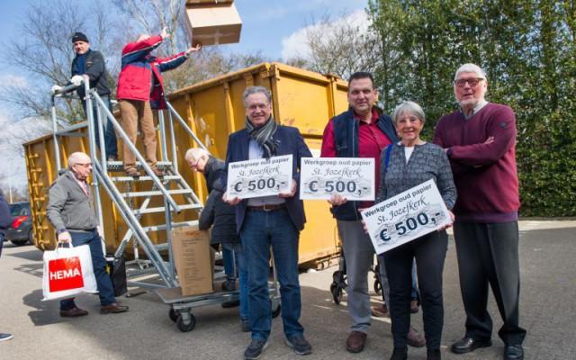 Werkgroep oud papier St.-Jozefkerk schenkt aan goede doelen