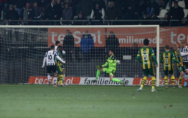 Mauro Junior scoort het tweede doelpunt