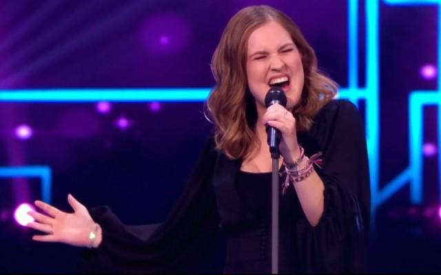 Emma geeft alles in The Voice
