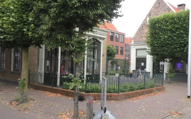 De serre en het bijgebouw van het Stadsmuseum