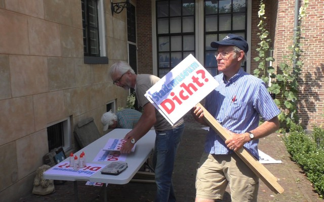 Bezorgde vrijwilligers bereiden demonstratie voor