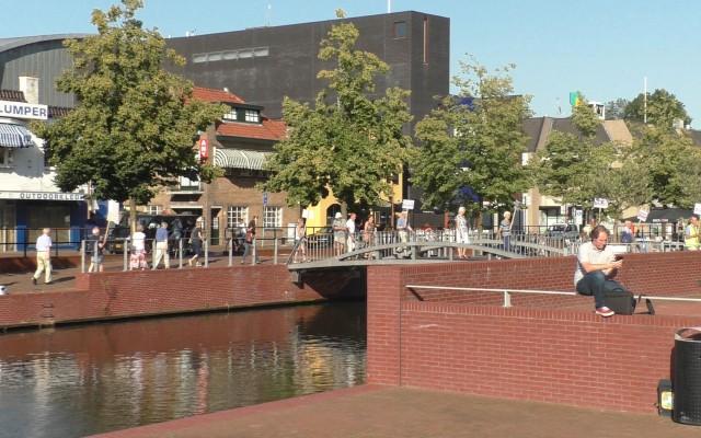 Er werd een rondgang langs de Waterboulevard en het Stadhuis gemaakt.