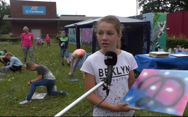 Lieke vertelt vol trots over haar werkstuk