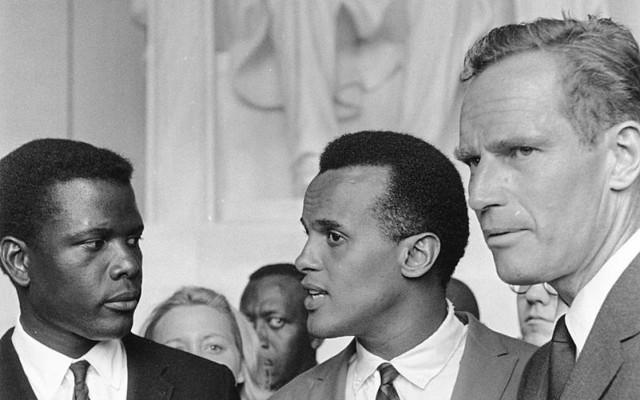 Sydney Poitier, Harry Belafonte, Charlton Heston tijdens de March On Washington 1963