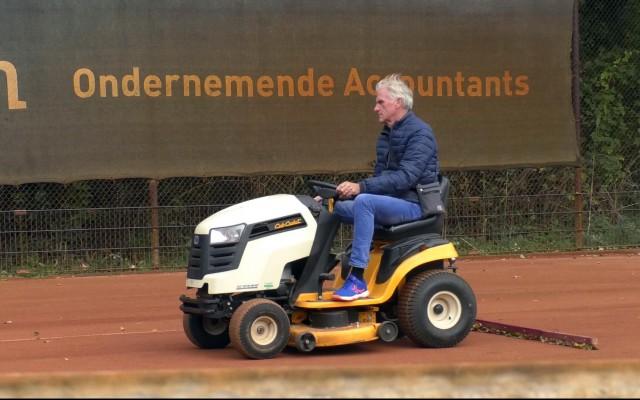 De groundsman zorgt voor de kwaliteit van de banen