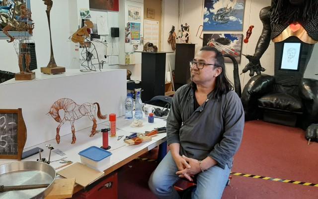 Randy van Lingen in zijn atelier