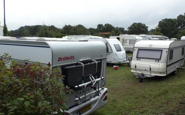 camping naast de baan