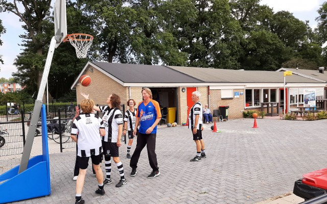 bij Achilles werd er onder andere basketbal gespeeld