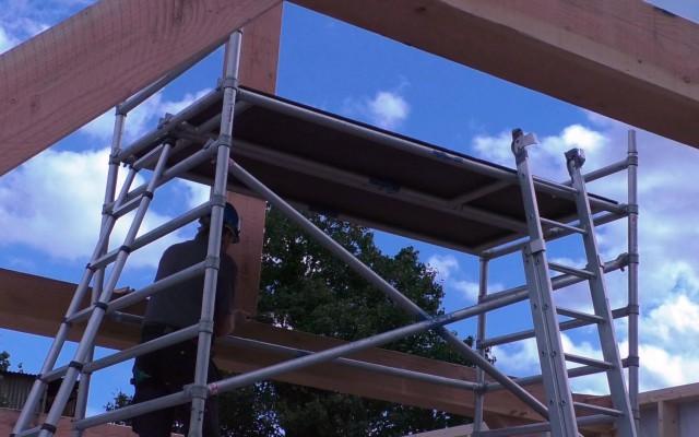 Balken en wanden werden van te voren in de werkplaats gemaakt.