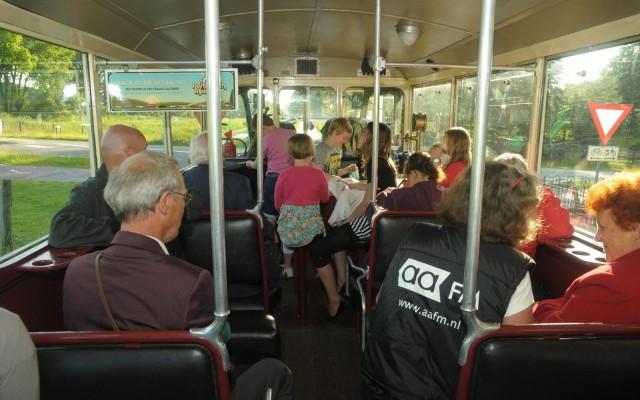 Ook de rit in de antieke Franse bus hoorde bij de verrassingen