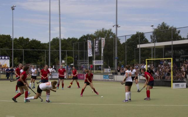 Weer een doelpunt voor de Almelose hockeydames