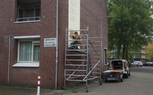 De decoratieschilder aan het werk