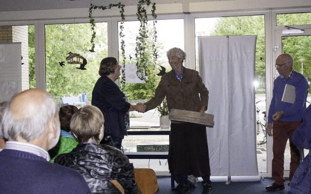 Maryke Kwant bedankt Henk Jansen voor zijn openingsact.