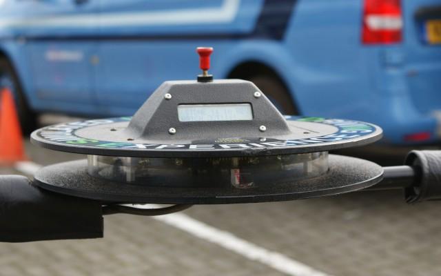 Het apparaat dat voor de 'rijden onder invloed'-stand zorgt