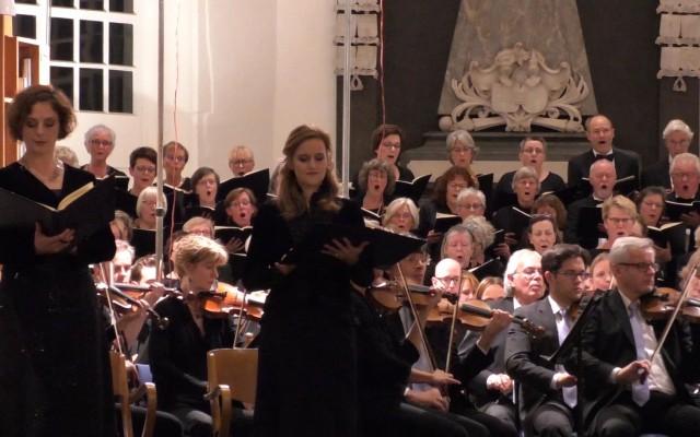 Franziska Orendi , Judith Hofmann en een deel van het koor