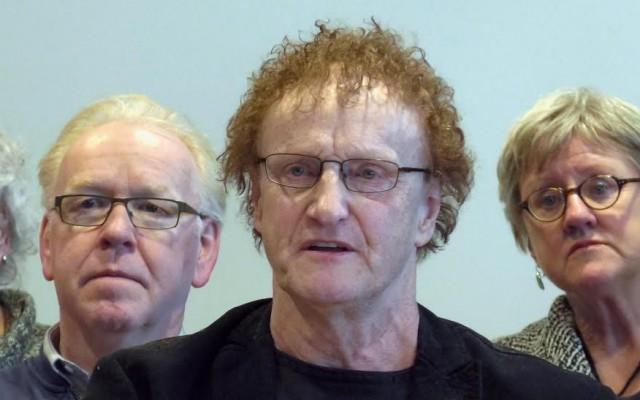 (l) Hans Buitenweg (Groen Links) (m) Harry de Olde (PVA) (r) Monique Budde (Almelo Sociaal)