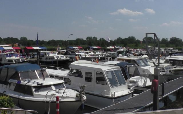 de jachthaven biedt plaats aan 130 boten