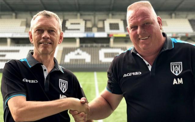 Arnold Meijer (rechts) met opvolger Martin Dalhoeven foto Heracles.nl