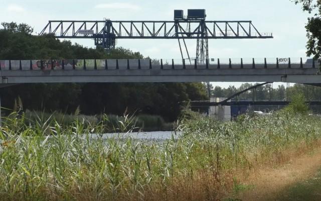 Langs  het Twentekanaal zijtak Almelo is het goed vissen