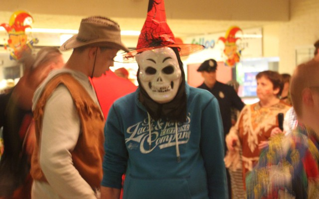fraai uitgedoste carnavalvierders bij de Klup