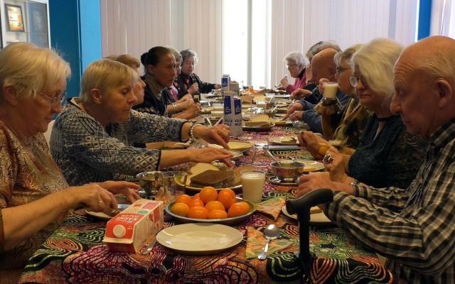 Gezellige broodmaaltijd bij huis van katoen & nu