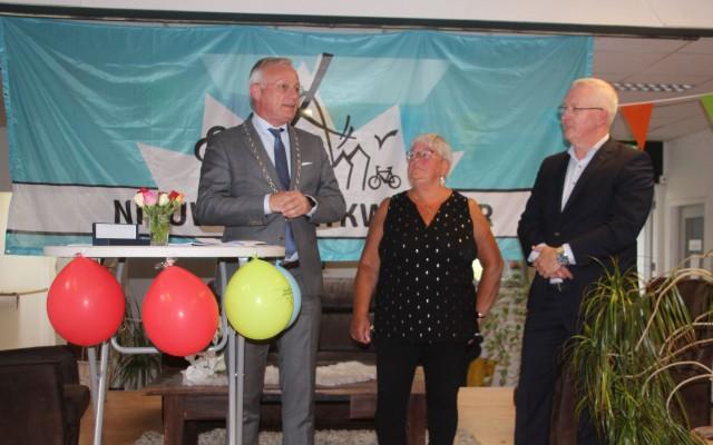Jeannette Tijhof en André Jansen zijn blij dat de koopovereenkomst gesloten is